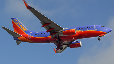 N232WN - Boeing 737-7H4 - Southwest Airlines