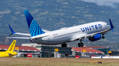 A picture of N13227 - Boeing 737824 - United Airlines - © Cristian Quijano