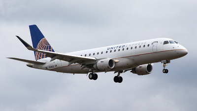 A picture of N136SY - Embraer E175LR - United Airlines - © Oscar H