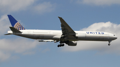 N2333U - Boeing 777-322ER - United Airlines