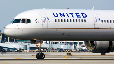 N57863 - Boeing 757-33N - United Airlines