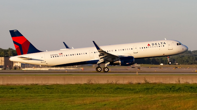 N394DX - Airbus A321-211 - Delta Air Lines