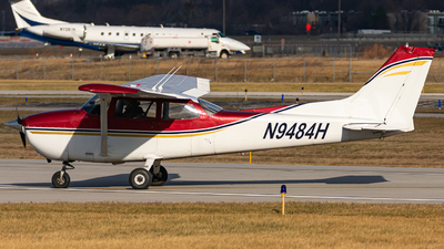 A picture of N9484H - Cessna 172M Skyhawk - [17266175] - © Miles Aronovitz