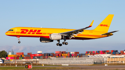 A picture of GDHKP - Boeing 757223(PCF) - DHL - © Carlos Miguel Seabra