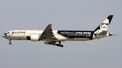 A picture of PTMUA - Boeing 77732W(ER) - LATAM Airlines - © Sean Brink