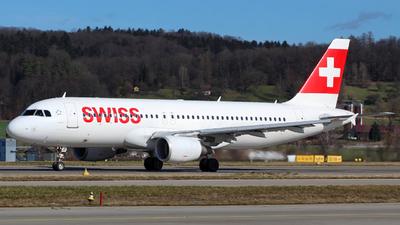 A picture of HBIJE - Airbus A320214 - Swiss - © Wiktor Konrad Kepinski