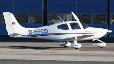 D-EFCD - Cirrus SR20 - Private