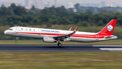A picture of B300C - Airbus A321231 - Sichuan Airlines - © TPS00
