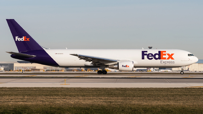 A picture of N176FE - Boeing 767300F(ER) - FedEx - © bill wang