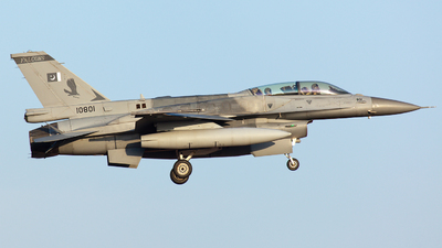 10801 - Lockheed Martin F-16D Fighting Falcon - Pakistan - Air Force