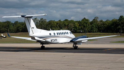 N724TR - Beechcraft B300 King Air 350 - Private