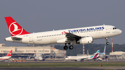 A picture of TCJUK - Airbus A320232 - Turkish Airlines - © Alberto Cucini
