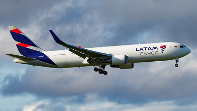 A picture of N538LA - Boeing 767316(ER)(BCF) - LATAM Cargo Chile - © Paul Kalbitz