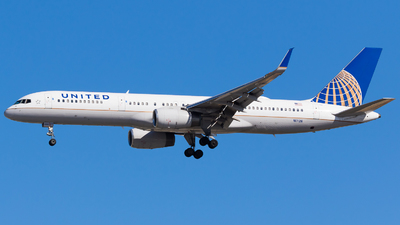 A picture of N17126 - Boeing 757224 - United Airlines - © Martin Rogosz