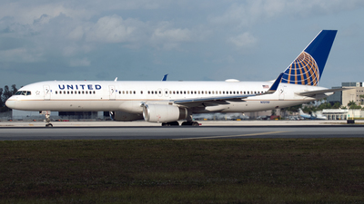 A picture of N13110 - Boeing 757224 - United Airlines - © PAUL LINK