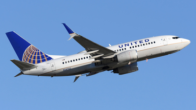 N24702 - Boeing 737-724 - United Airlines