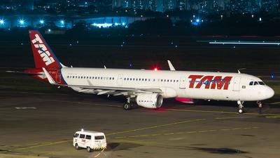 PT-XPC - Airbus A321-211 - TAM Linhas Aéreas