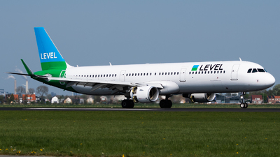 OE-LCP - Airbus A321-211 - Level (Anisec)