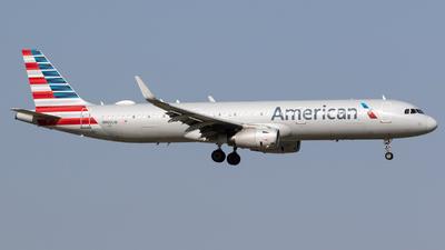 A picture of N900UW - Airbus A321231 - American Airlines - © Felipe Garcia