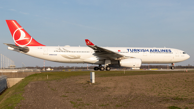 A picture of TCJNP - Airbus A330343 - Turkish Airlines - © Niklas Engel
