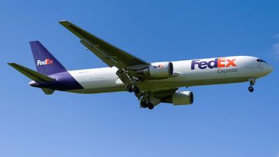 N104FE - Boeing 767-3S2F(ER) - FedEx
