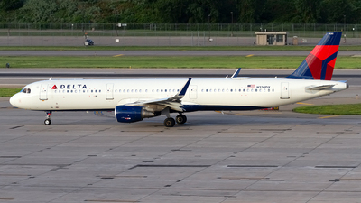 A picture of N330DX - Airbus A321211 - Delta Air Lines - © Jeremy D. Dando