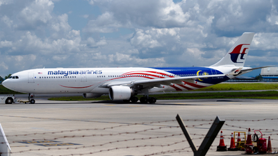 A picture of 9MMTA - Airbus A330323 - Malaysia Airlines - © kchavgeek96