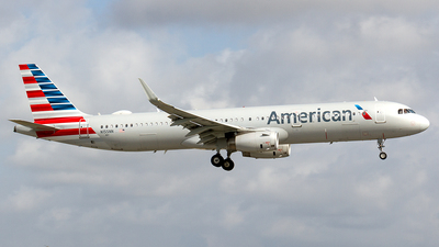 A picture of N155NN - Airbus A321231 - American Airlines - © Sotos