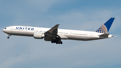 A picture of N2332U - Boeing 777322(ER) - United Airlines - © JTPAviation