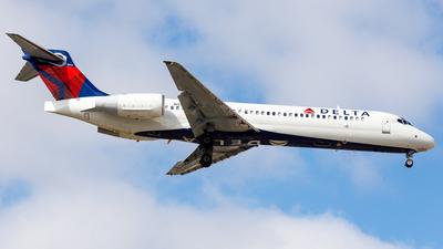 A picture of N954AT - Boeing 7172BD - Delta Air Lines - © Martin Pinnau