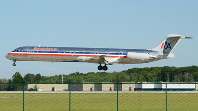A picture of N9401W - McDonnell Douglas MD83 - [53137] - © DJ Reed - OPShots Photo Team