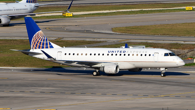 A picture of N88331 - Embraer E175LR - United Airlines - © Rocky Wang