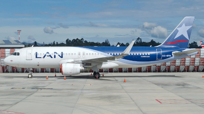 A picture of CCBFH - Airbus A320214 - LATAM Airlines - © Jorge Saenz