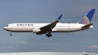 A picture of N641UA - Boeing 767322(ER) - United Airlines - © Akihiko Takahashi
