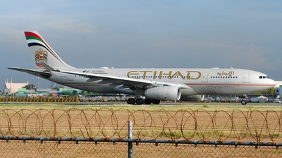 A6-EYQ - Airbus A330-243 - Etihad Airways