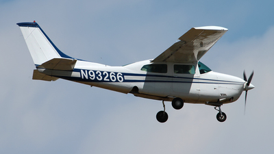 A picture of N93266 - Cessna T210L Turbo Centurion - [21060328] - © Angel Natal