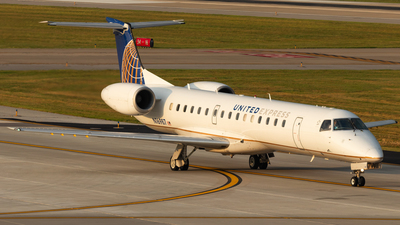 A picture of N16987 - Embraer ERJ145LR - United Airlines - © Andrew Jeng