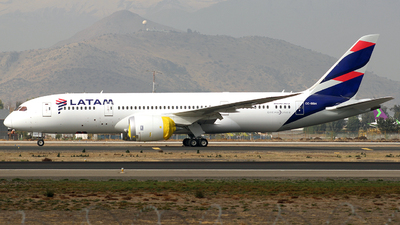 A picture of CCBBH - Boeing 7878 Dreamliner - LATAM Airlines - © Juan Guillermo Pacheco S.-