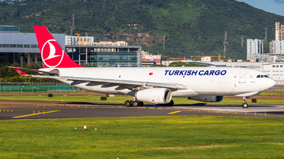 A picture of TCJOU - Airbus A330243F - Turkish Airlines - © ChaleLu