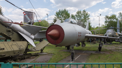 65 - Sukhoi Su-7B Fitter A - Soviet Union - Air Force