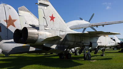 96 - Mikoyan-Gurevich MiG-31 Foxhound - Soviet Union - Air Force
