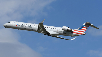 A picture of N569NN - Mitsubishi CRJ900LR - American Airlines - © DJ Reed - OPShots Photo Team