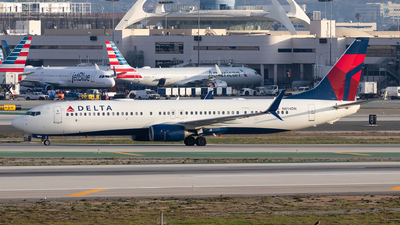 A picture of N814DN - Boeing 737932(ER) - Delta Air Lines - © Luke Dogan