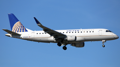 A picture of N724YX - Embraer E175LR - United Airlines - © Len Schwartz