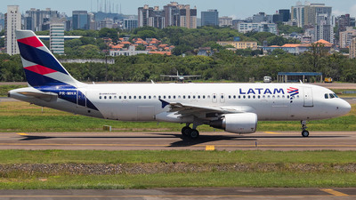 A picture of PRMHX - Airbus A320214 - LATAM Airlines - © Lorenzo Afonso