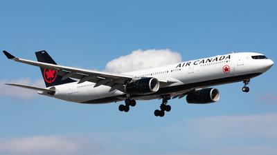 A picture of CGHKC - Airbus A330343 - Air Canada - © Hongyu Wang