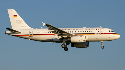 98-11 - Airbus A319-133(CJ) - Germany - Air Force