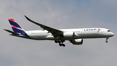 A picture of PRXTI - Airbus A350941 - LATAM Airlines - © Paul Denton
