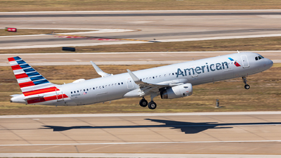 A picture of N903AA - Airbus A321231 - American Airlines - © Sweet Potato
