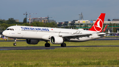 A picture of TCLSD - Airbus A321271NX - Turkish Airlines - © Emil Zegnalek